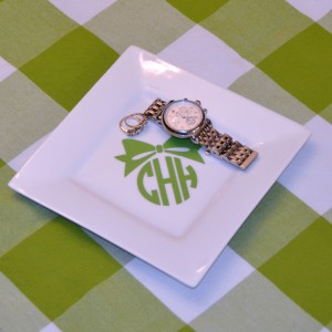 Add a cute Bow Monogram to a plate.